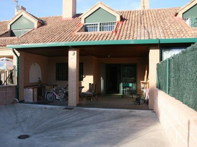 Adosado con chimenea a un paso de Gredos