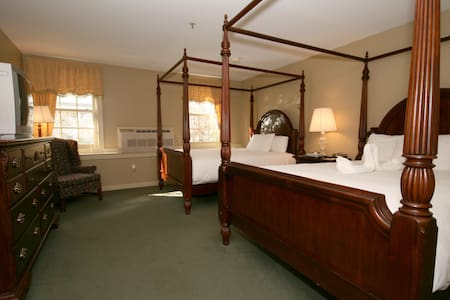 Deluxe Double Queen - Stowe - Bed & Breakfast