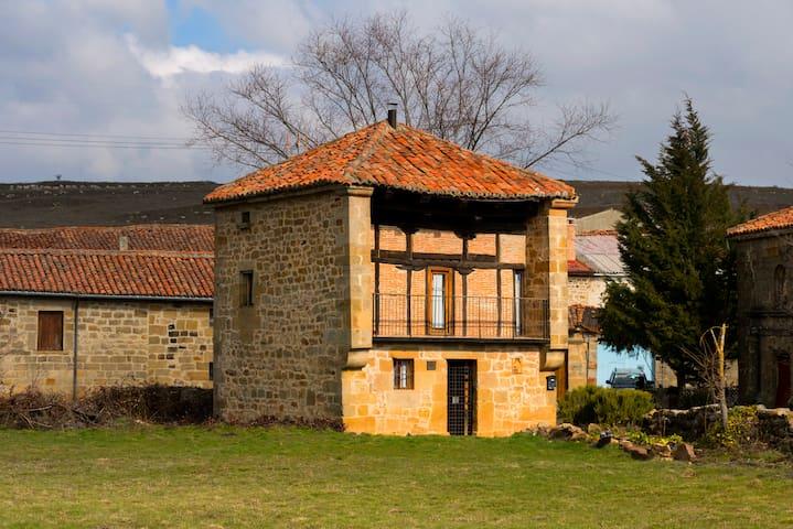 Casa Fuentes Carrionas (Canduela de Aguilar)