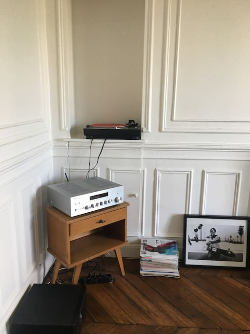 High-End music system connected to internet with an integration of streaming music service