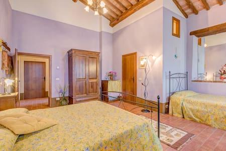 B&B CasaElisa, Room Viola - Scrofiano - Bed & Breakfast