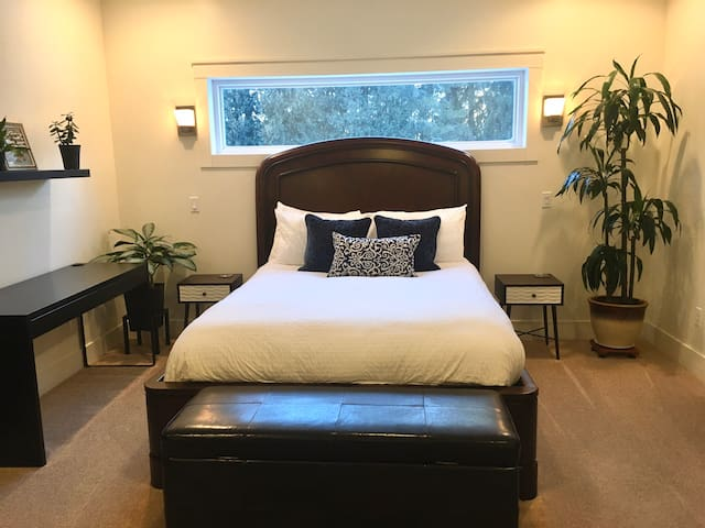 Queen Bed with Ensuite
