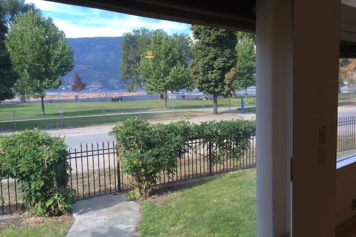 Okanagan Knox; lake view, 2 bed 1 bath