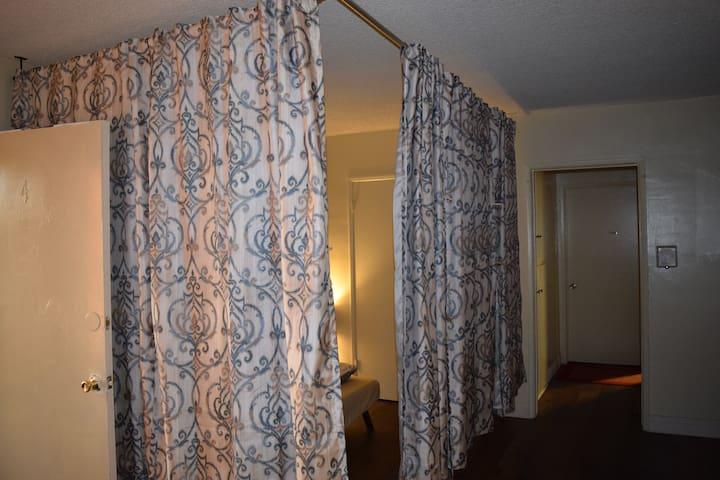 Semi Private Room Free WiFi (43) - Гардина - Квартира