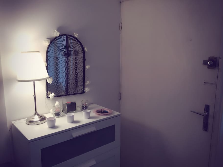 Studio porte des lilas apartments for rent in le pr - Le cirque electrique porte des lilas ...