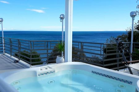 Penthouse Suite with Outdoor Jacuzzi & Sea View - Larisa