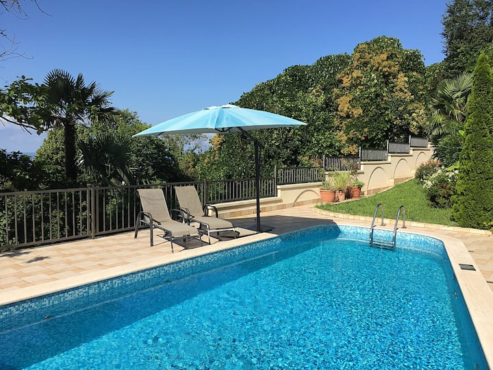 Вилла с апартаментами, бассейн,терраса вид на море