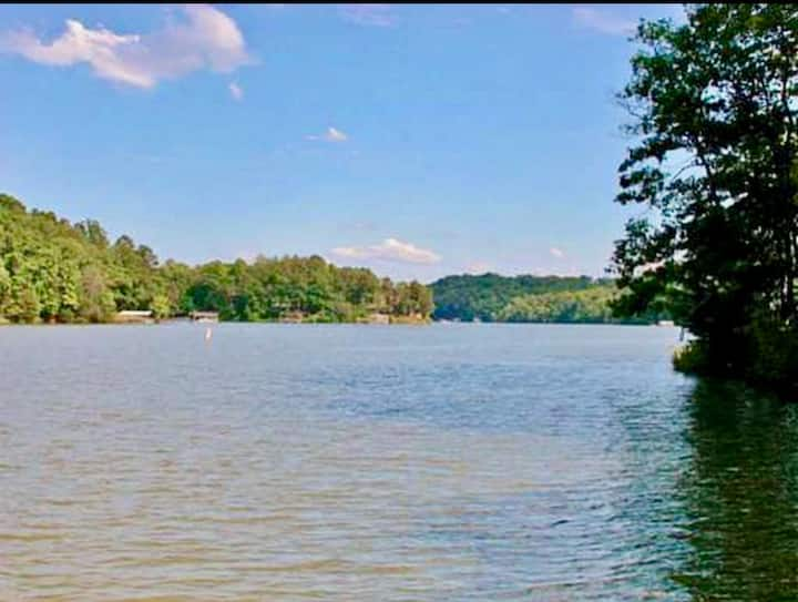 Renovated Lake Front Cottage with private dock!