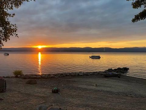 Treetop Lodge: Luxury on the Great Sacandaga Lake!