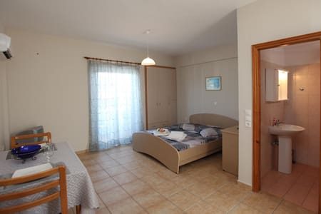 Two Studios for 4 people 2 minutes from Tolo Beach - Tolo - Lainnya