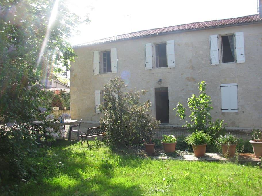 façade vue sur jardin