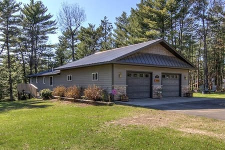 Quiet cabin with numerous recreational activities