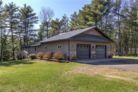 Quiet cabin with numerous recreational activities