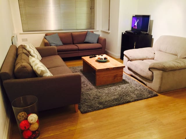 Brilliant 2 Bed Flat: walk to Watford Station/Mall - Watford - Leilighet