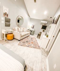Cozy Studio Apartment in Center of Conway