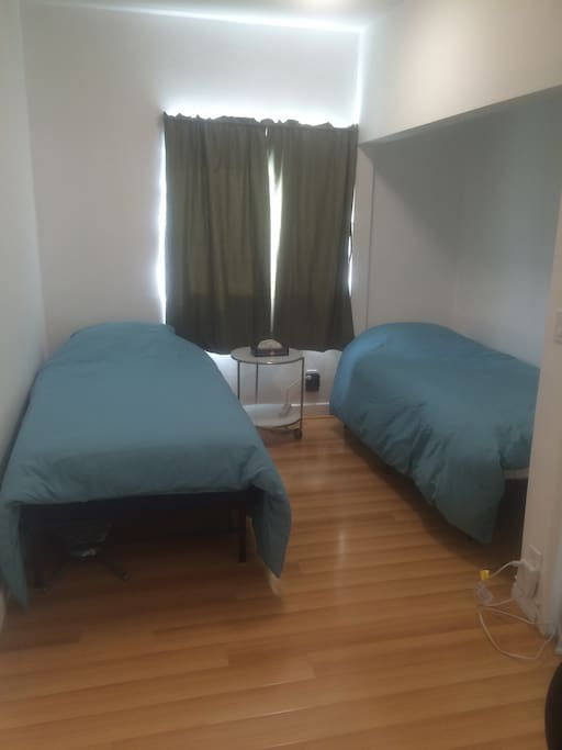 1st room with 2 twin xl beds.