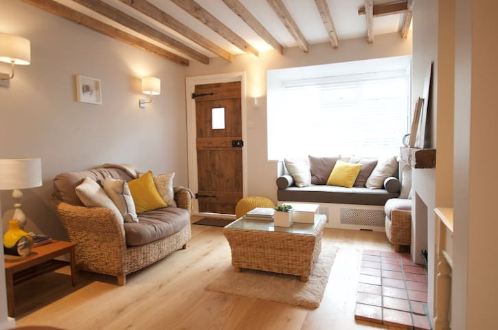 Chocolate box cottage in Royal berkshire - Cookham - Hus