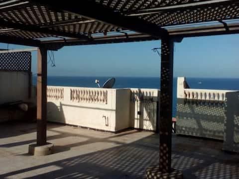 Maisonnette en bord de mer climatisée et terrasse