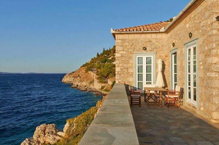 Touching the sea Villa