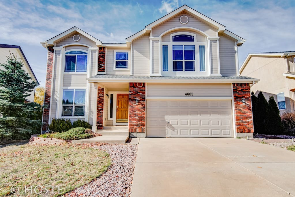 H new co springs home getaway w 4brs houses for rent for Modern homes colorado springs