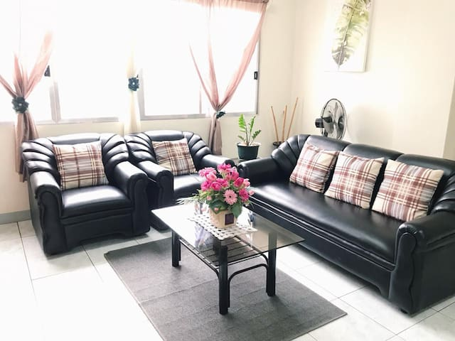 ACROSS BLVD, Big&Comfy 2BR Apartment Suite, 4-8pax