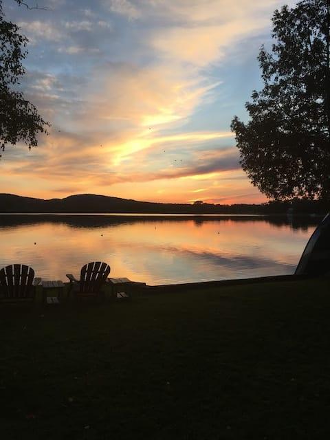 Waterfront Cottage on Beautiful Salem Lake