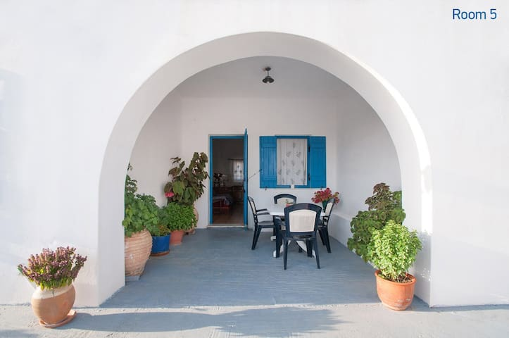 Roula's Apartment #5 at Avlemonas of Kythira