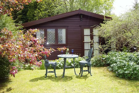 Alpine Lodge, Llantrisant  - 12 miles from Cardiff