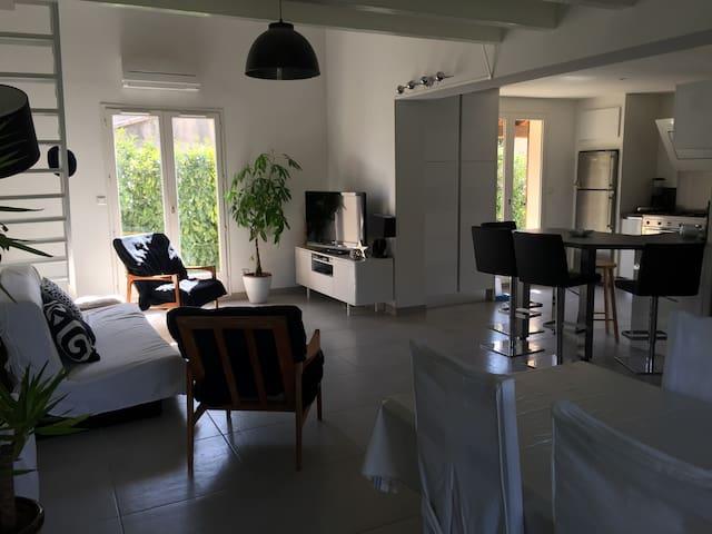 Maison familiale proche de Montpellier - Saussan - Dům