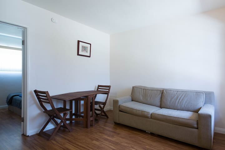 1 Bedroom Apt in Downtown Whittier - Whittier - Huoneisto