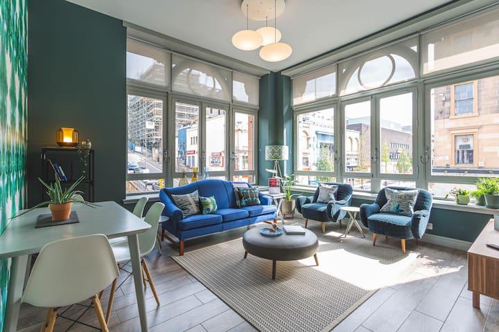 Stunning interior designed City Centre apartment