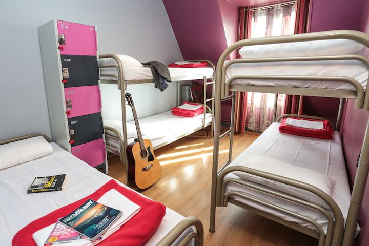 Bed in a 4 bed Female Dormitory in hostel near Gare du Nord