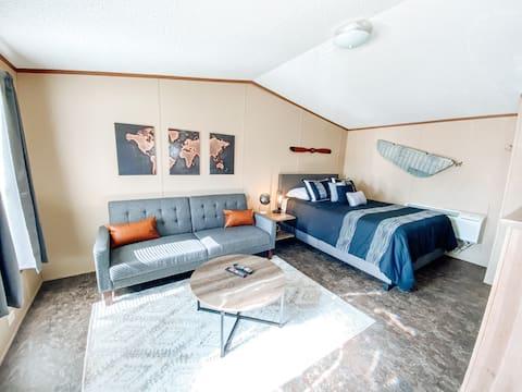 THE DEREK - One Bedroom Studio Apartment