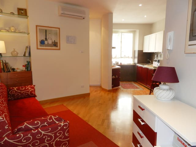 Coliseum (Website hidden by Airbnb) Bright Clean flat with AC