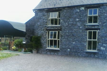 Old stone farmhouse - Listowel - House