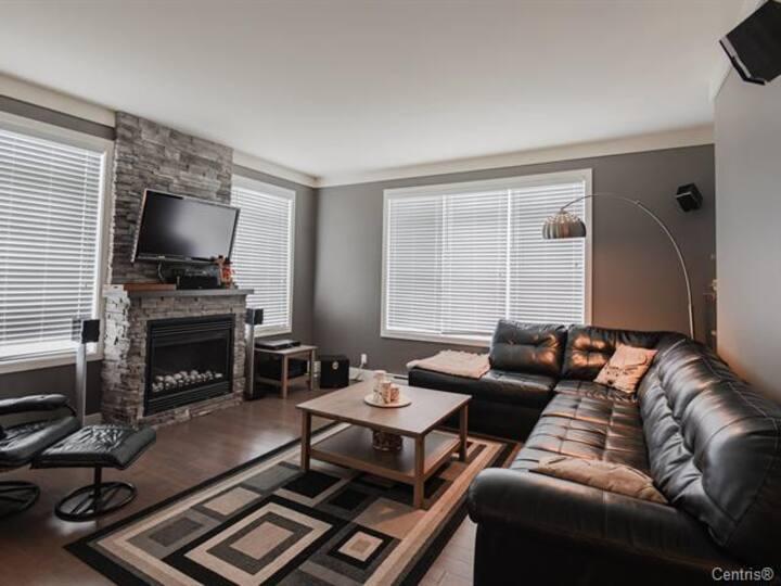 Condo spacieux et moderne à Bromont