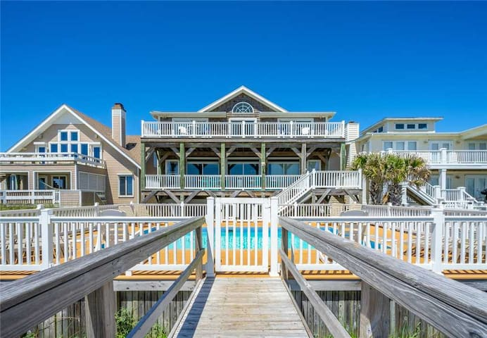 Dolphin Watch: Oceanfront - Pool - Hot Tub - Elevator