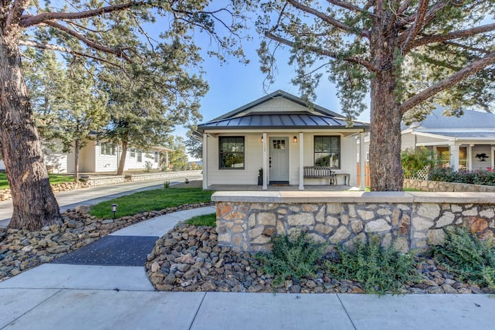 Charming two bedroom bungalow on Park Avenue