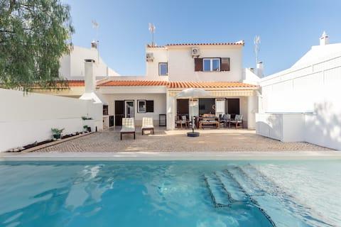 Vitamin Sea-Resort Style Family Beach House w pool