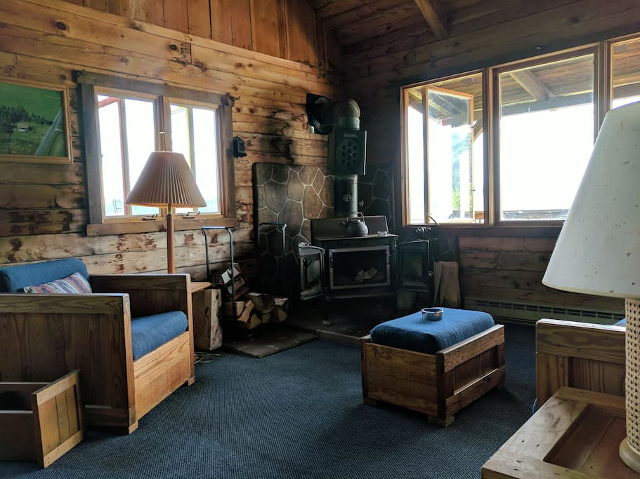 Living room/Wood stove (under repair, please contact us)