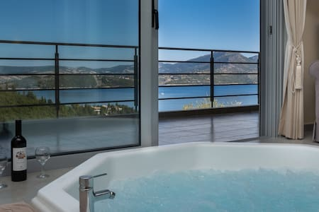 Private Romantic Sea View Jacuzzi Bungalow
