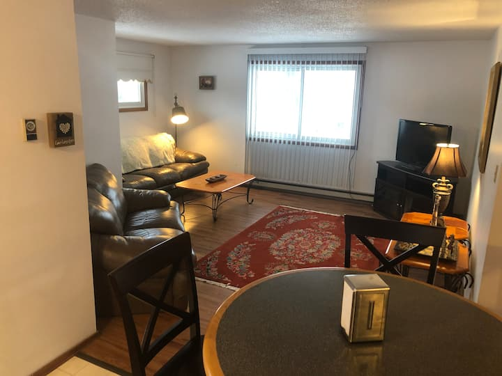 ST. CLAIR INN, spacious/clean 3 bedroom apartment
