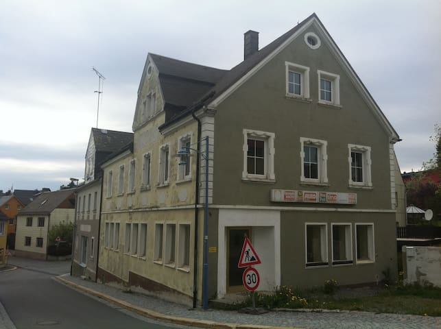 Rooms for backpackers & workmen - Schwarzenbach am Wald - Casa