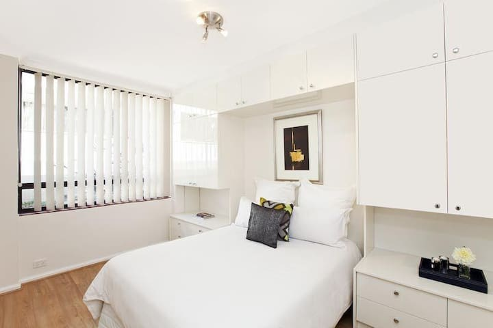 Room available in Vaucluse
