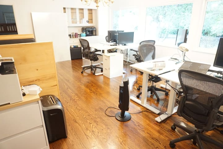 Private room+Large workspace+Meals/For tech people