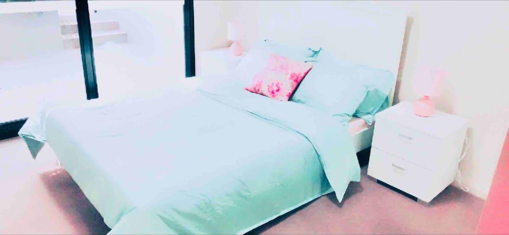 滨河现代舒适的两间卧室 奥林匹克公园