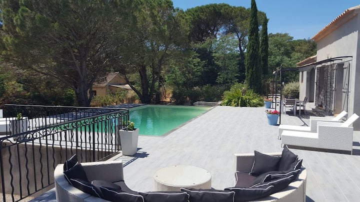 Villa des Lunes heated pool in center winevillage