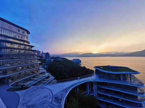 黄山太平湖/绿地太平湖国际公寓/山的样子/一线湖景房/超大阳台/浴缸