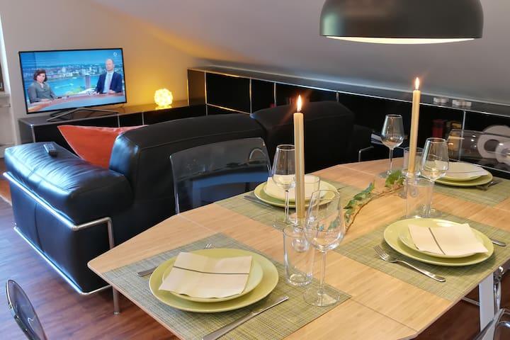 Attika- / Business Apartment. Nahe zur Schweiz.
