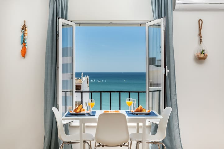 Modern ocean view apt 2 min walk to beach